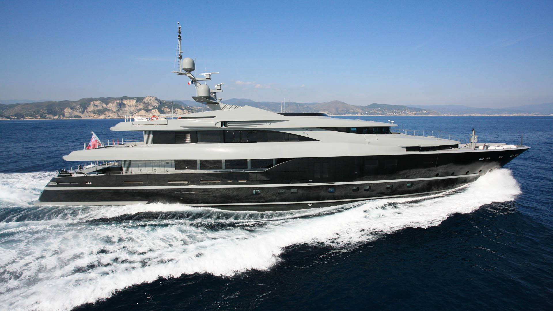 m y sea force one admiral yacht luxury super yacht. Black Bedroom Furniture Sets. Home Design Ideas